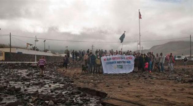 Banderas Negras: Vertidos al mar aguas residuales y macromuelle Agaete