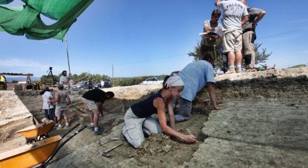 Excavaciones en el Camps dels Ninots (Wikipedia/CC).