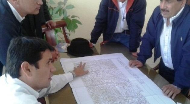 Walter Solís supervisa avance proyectos riego Ozogoche y Yasipan