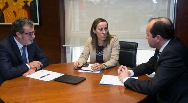 La conselleira de Medio Ambiente, Territorio e Infraestructuras, Ethel Vázquez, mantuvo esta tarde una reunión con el nuevo presidente de Sogama, Javier Domínguez Lino.
