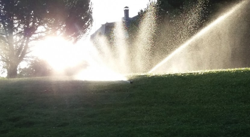 Consumo agua urbanización Madrid. Abastecimiento agua lluvia