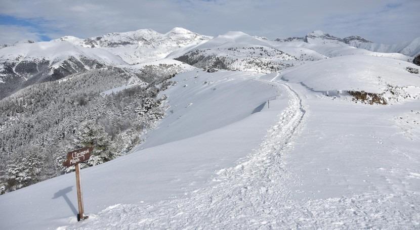 Conociendo cuenca Ebro: invierno pinta blanco Pirineo aragonés