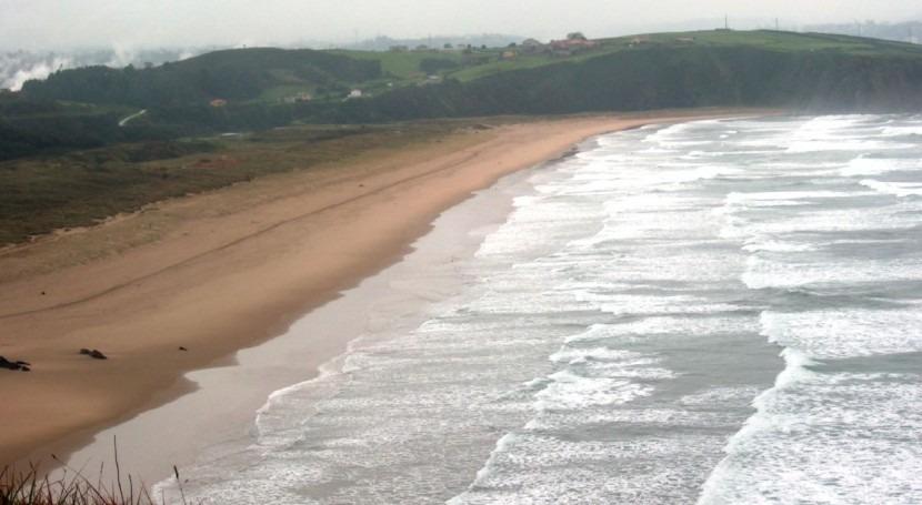 Asturias toma muestras mancha que afecta parte costas