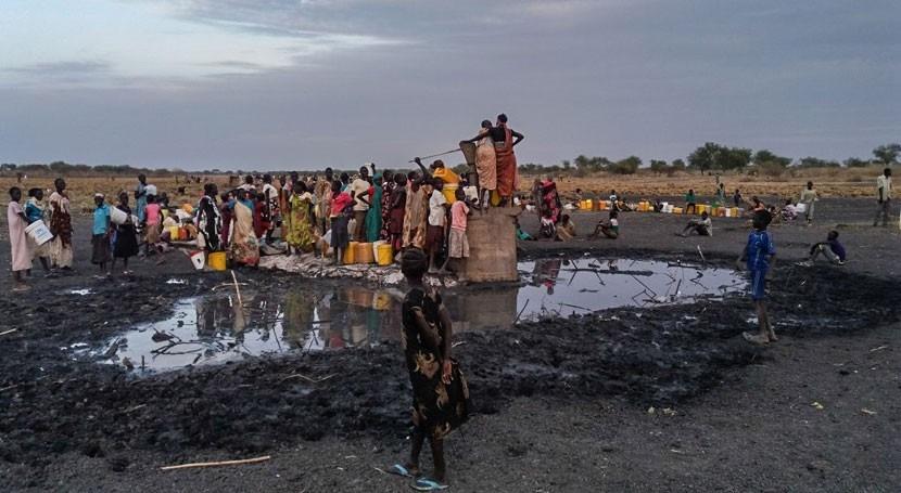Miles sursudaneses atrapados Aburoc 40 grados no tienen agua suficiente