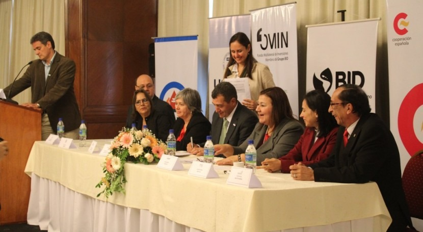Firman manifiesto gestión comunitaria agua Paraguay