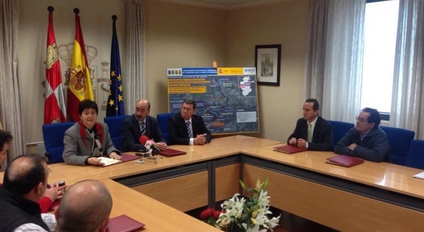 Imagen de la reunión donde se firmaron los acuerdos entre la sociedad estatal y los ayuntamientos