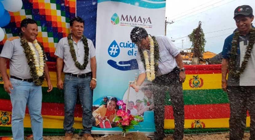 Bolivia lleva agua potable y alcantarillado 2.092 habitantes comunidad San Gabriel