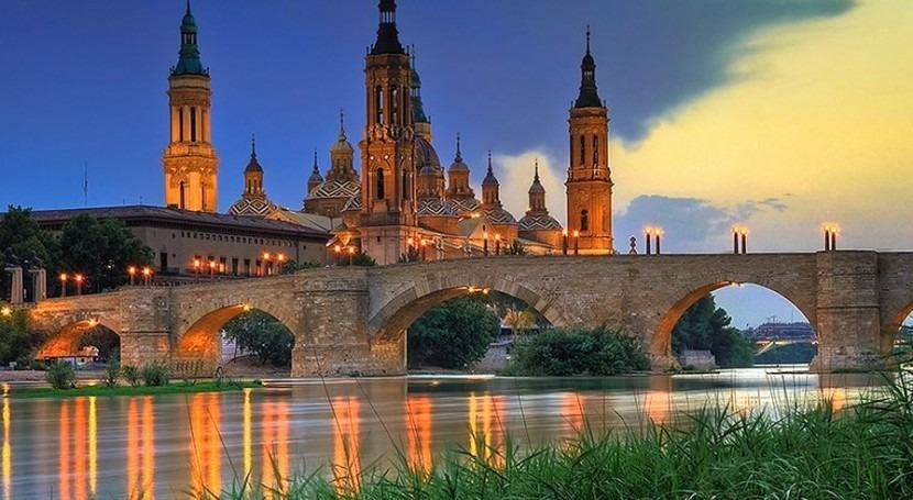 El río Ebro a su paso por Zaragoza.