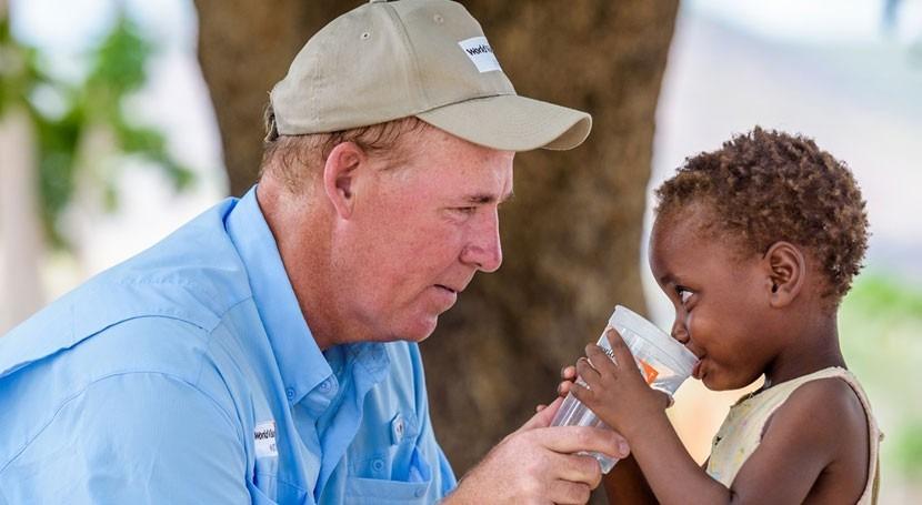 ¿Cómo llevar agua potable persona cada 10 segundos?