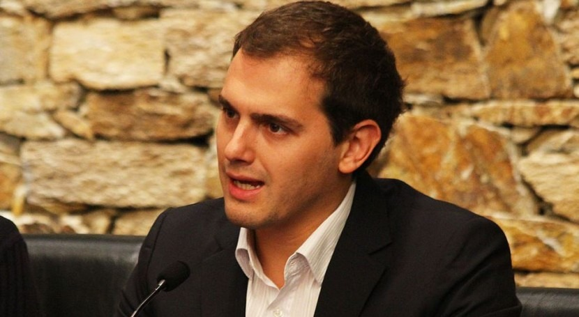 "Albert Rivera: ""No se debe enfrentar españoles agua"""