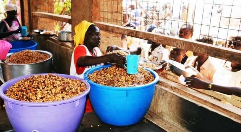 450 toneladas de alimentos se transportaron este lunes para alimentar a 28.000 personas (foto: PMA/Rose Ogola)