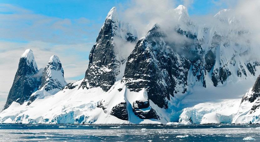 ¿Qué oculta hielo antártico profundidades?