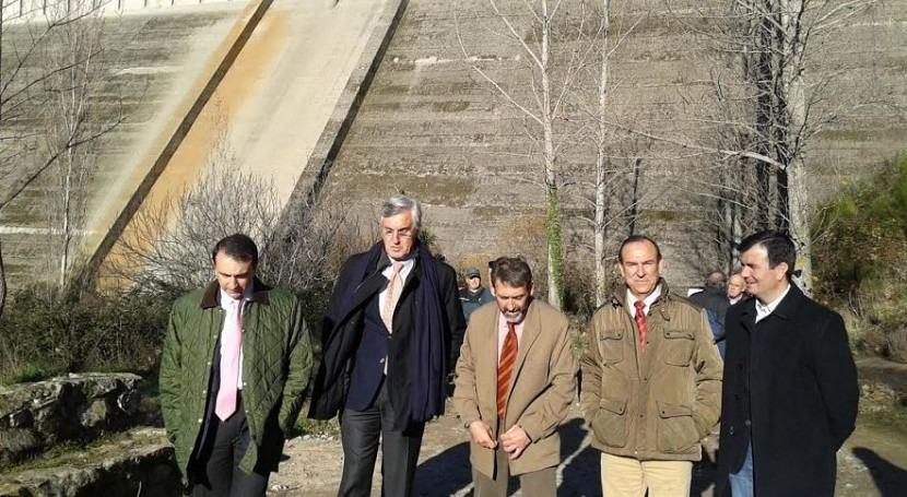 El Presidente, Miguel Antolín, también ha visitado las obras de mantenimiento de la persa de Pajarero.