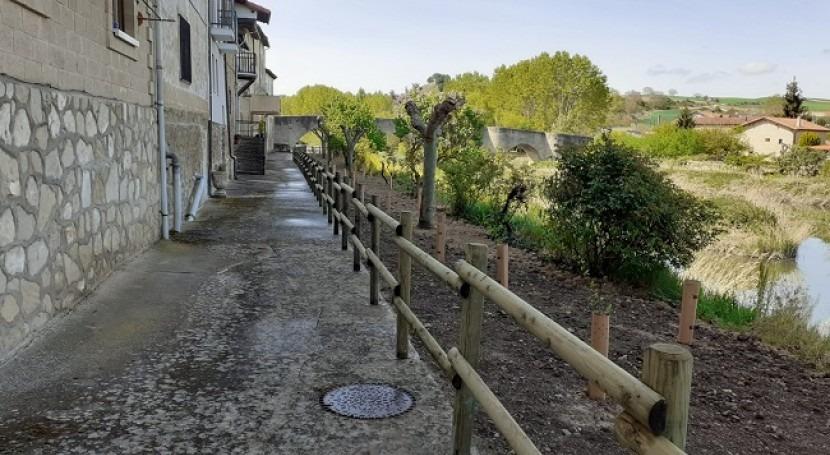 URA concluye primera fase reforma paseo fluvial Armiñón