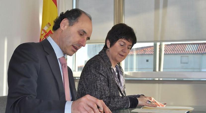 Juan Ignacio Diego, y la directora general de Acuaes, Aránzazu Vallejo