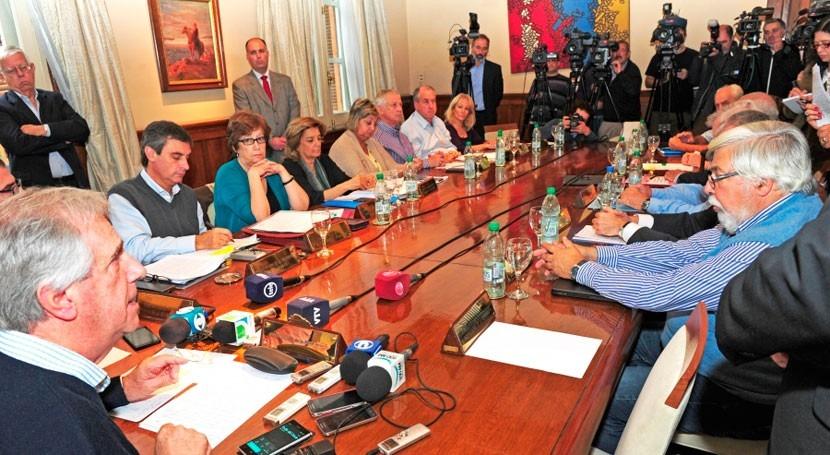 Uruguay destinará 100 millones dólares atender daños tornado y inundaciones