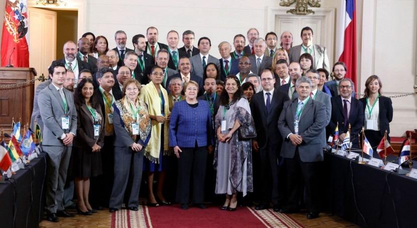 """Michelle Bachelet: """"Debemos asegurar carácter bien público agua"""""""