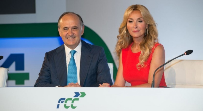 Juan Béjar junto a Esther Alcocer Koplowitz, presidenta de FCC .