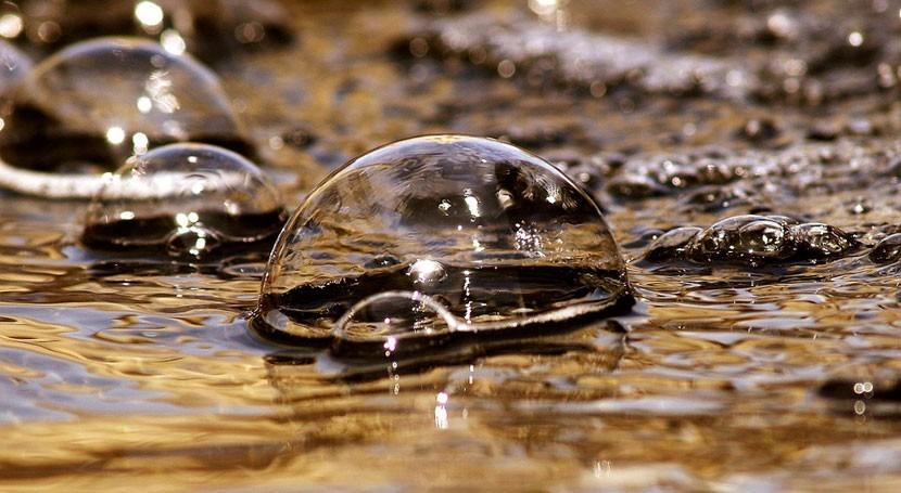 ¿Cómo extraer agua aire utilizando luz solar?
