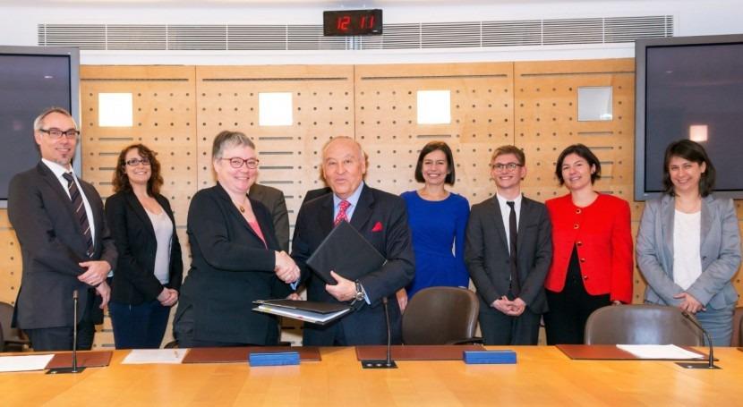 CAF y AFD firman una línea de crédito por 100 millones de euros