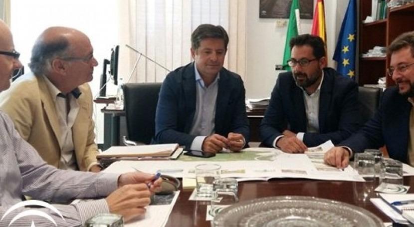 Gobierno andaluz y Málaga abordan encauzamiento arroyo Cañuelo