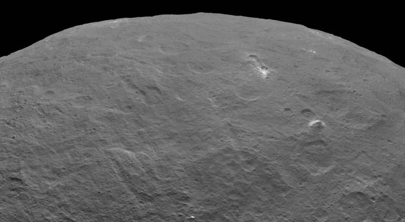 Confirmada presencia agua congelada cráteres Ceres