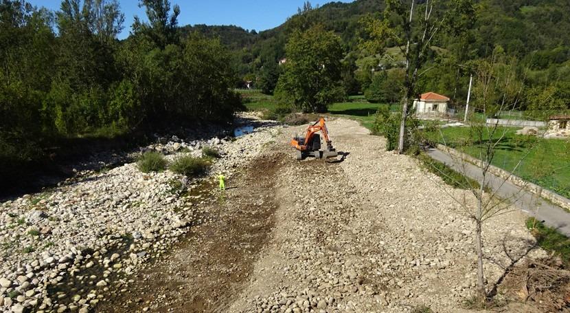 CHC acomete limpieza depósitos acumulados arroyo Plata, Castrillón