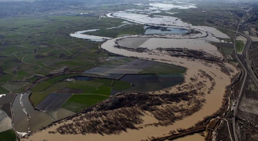Efectos de la crecida del Ebro en la Ribera Baja, a su paso por El Burgo de Ebro.