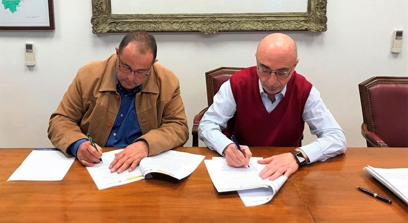 CHJ y Junta Central firman convenio regular utilización recursos hídricos