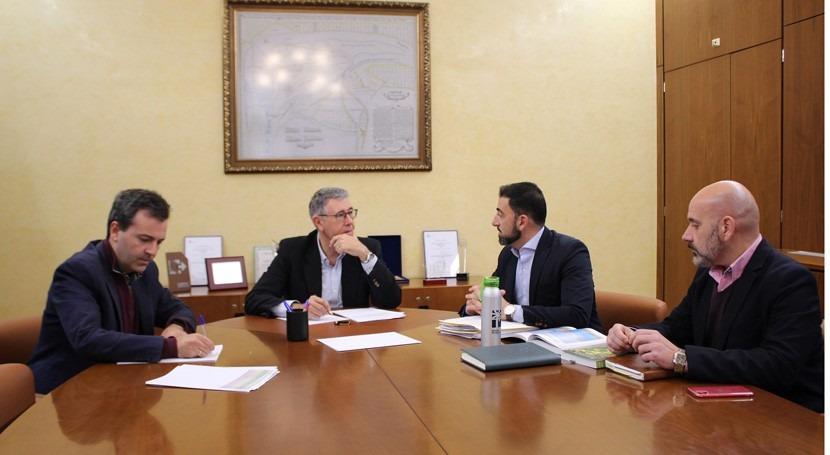 Mario Urrea y Ayuntamiento Orihuela debaten apertura nueva oficina CHS