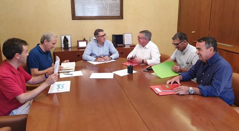 presidente CHS analiza alcalde Hellín situación regadíos sociales