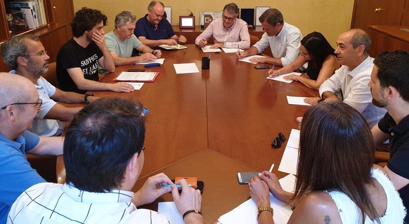 Mario Urrea atiende peticiones acerca estado acuíferos Yecla