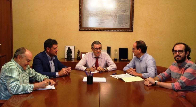 CHS y Ayuntamiento Alcadozo analizan posibilidad crear comunidad regantes