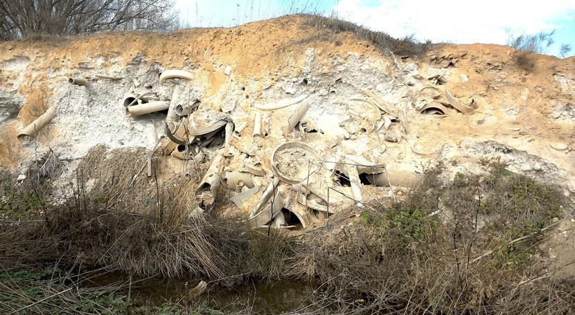 Comienza retirada residuos fibrocemento cauce arroyo Ramabujas