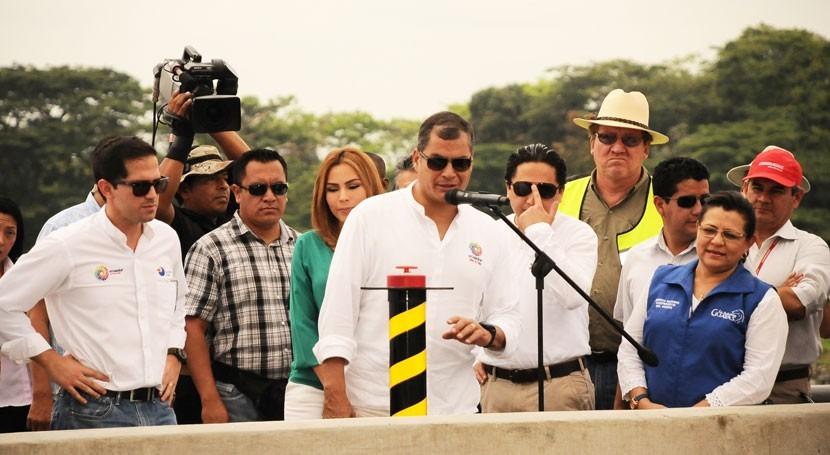 Rafael Correa y Carlos Bernal inauguran travase Daule–Vinces