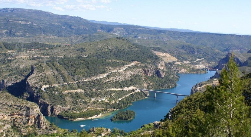 Embalse de Cortes de Pallás (Wikipedia).