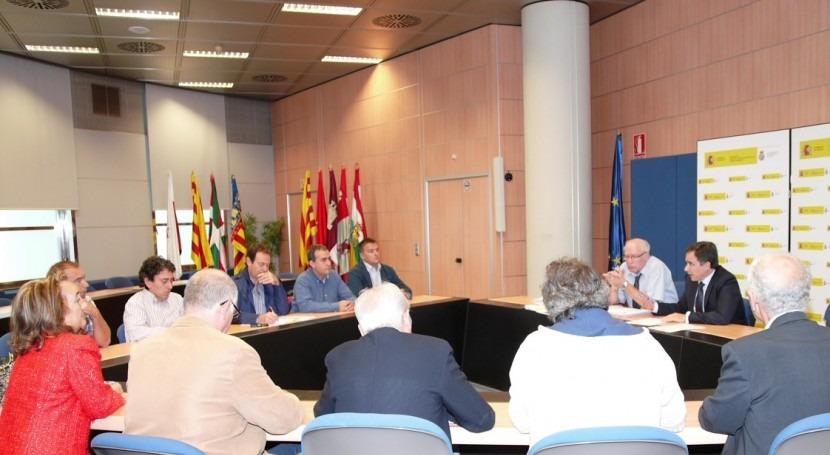 Xavier de Pedro con alcaldes afectados por la contaminación del Gállego