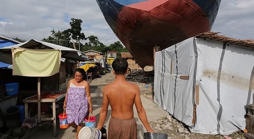Residentes de Tacloban, en Filipinas, trabajan en tareas de recuperación después del tifón Haiyan (Banco Mundial)