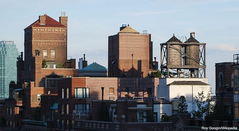 depósitos agua azoteas edificios Nueva York: luces y sombras