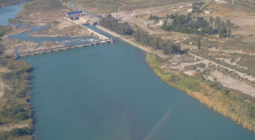 Dique y Central Salto Andersen sobre el río Colorado.
