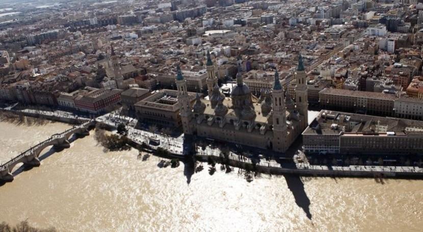 El Ebro a su paso por Zaragoza