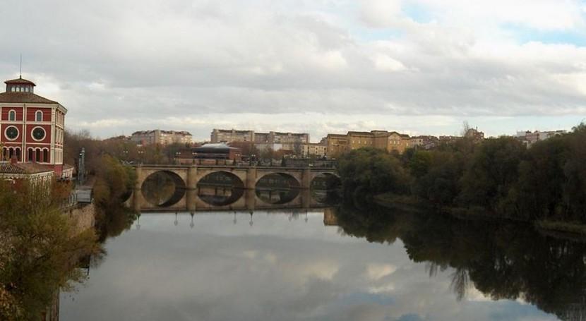El Ebro a su paso por Logroño (Wikipedia/CC).