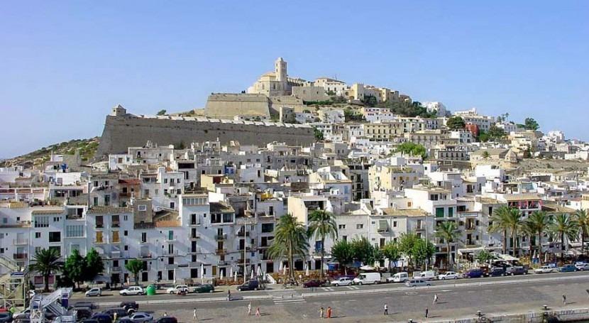 En la imagen Eivissa, contará con una depuradora y colectores por 44 millones de euros (wikipedia/CC)