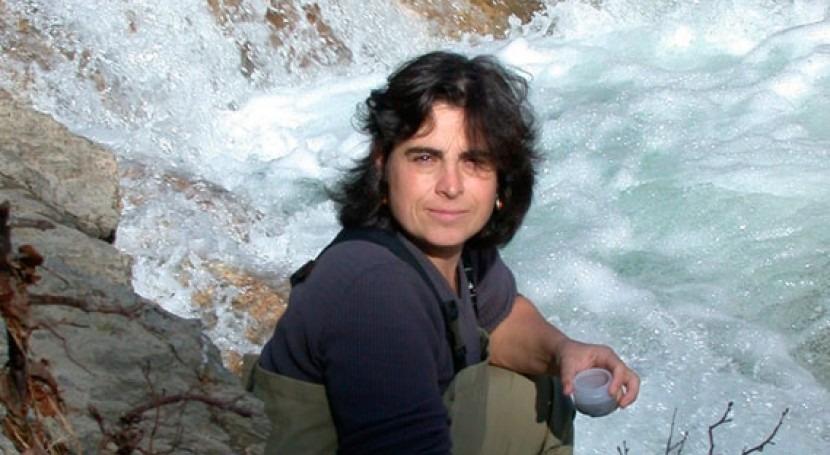 "Elvira Perona: "" tema cianobacterias tóxicas ríoses nuevo, todo España"""