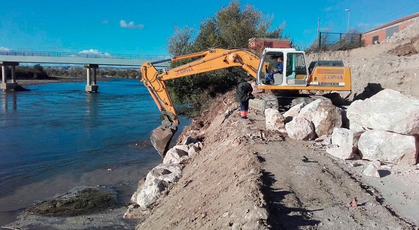 Comienzan obras reparación escollera defensa Pina Ebro Zaragoza