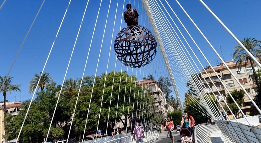 Esculturas material reciclado llenan vida río Segura paso Murcia