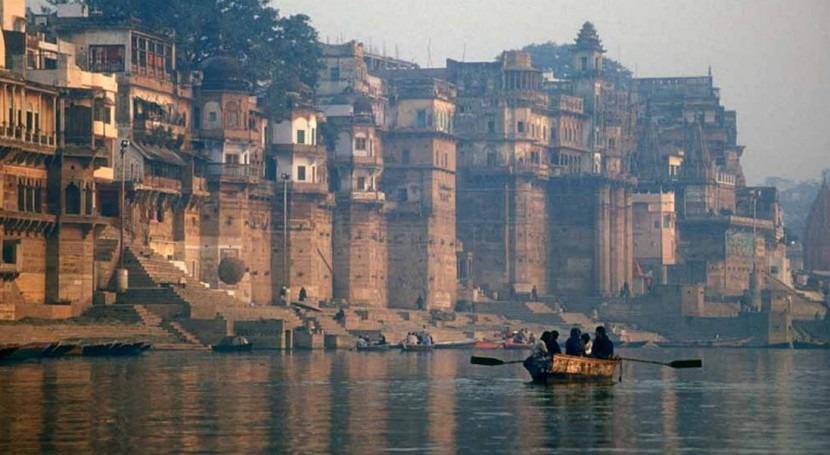 Mata Amritanandamayi dona 30 millones dólares construir inodoros torno al Ganges