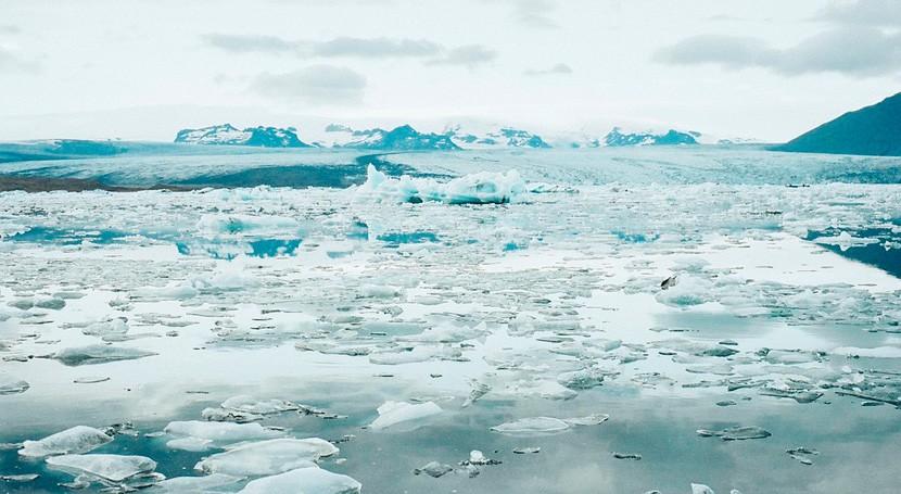 ¿ qué nuestro planeta experimenta edades hielo cada 100.000 años?
