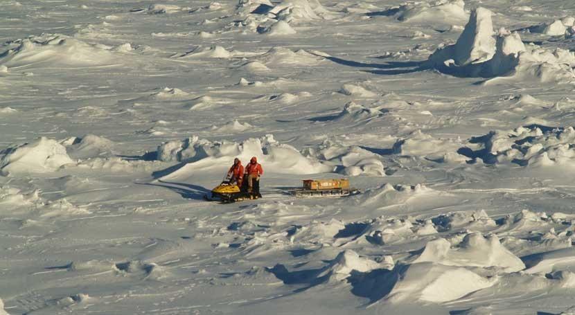 ¿ qué aumenta cubierta hielo marino que rodea Antártida?