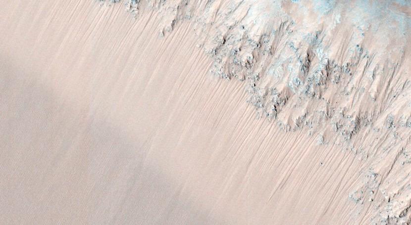 Detectada inexplicable evidencia agua ecuador Marte